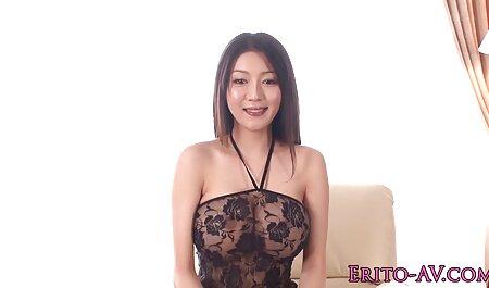 Sensual morena em meias esposa amadora gostosa colocando vibrador em sua vagina