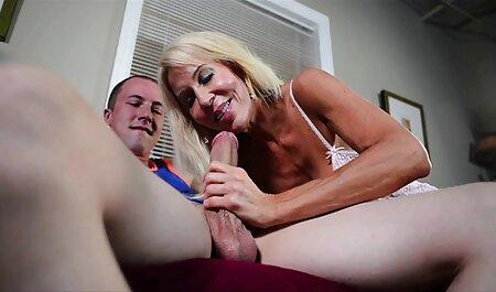 Amador sexo com menage feminino amador uma preto cara em a sofá atirar Amador câmera