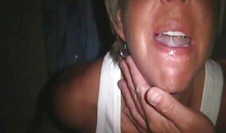 Duas meninas chupar o pau de um homem, e ele vai com videos amadores sexo o telefone